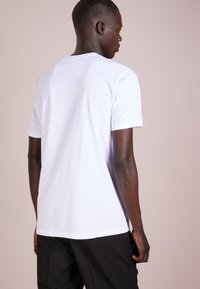 HUGO - DOLIVE - T-shirt imprimé - open white - 2