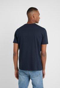 HUGO - DOLIVE - T-shirt imprimé - navy - 2