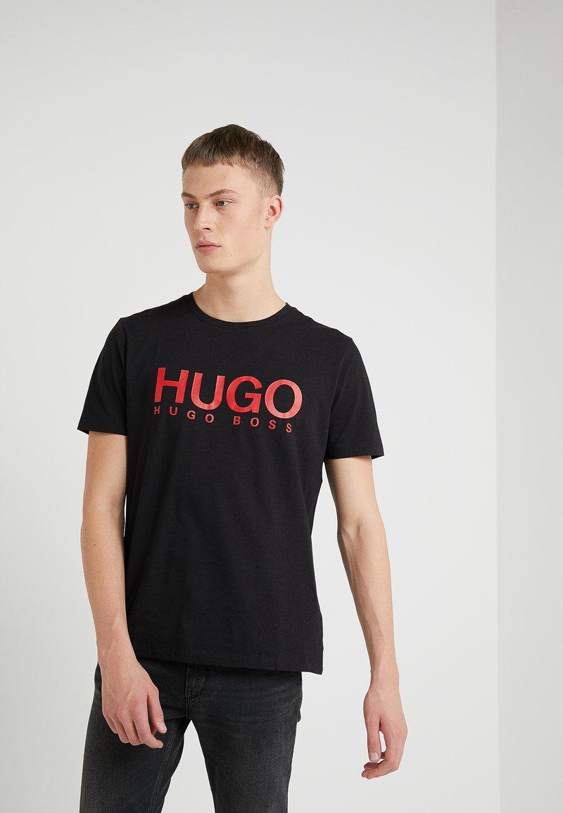 HUGO - DOLIVE - T-shirt z nadrukiem - black