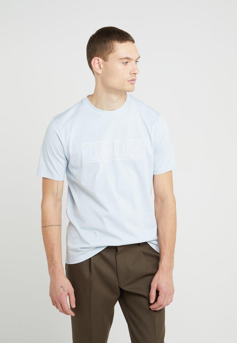 HUGO - DICAGOLINO - Print T-shirt - light pastel blue
