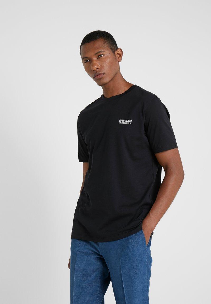 HUGO - DURNED - Jednoduché triko - black