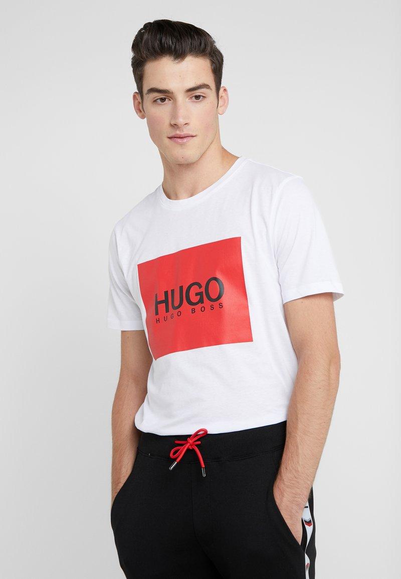 HUGO - DOLIVE - T-shirt med print - white