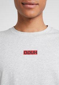 HUGO - DURNED - T-shirt print - open grey - 5