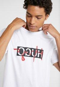 HUGO - DICAGOLINO - T-shirt print - white - 4