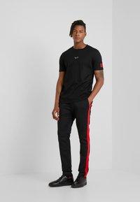HUGO - DURNED - T-shirt print - black - 1