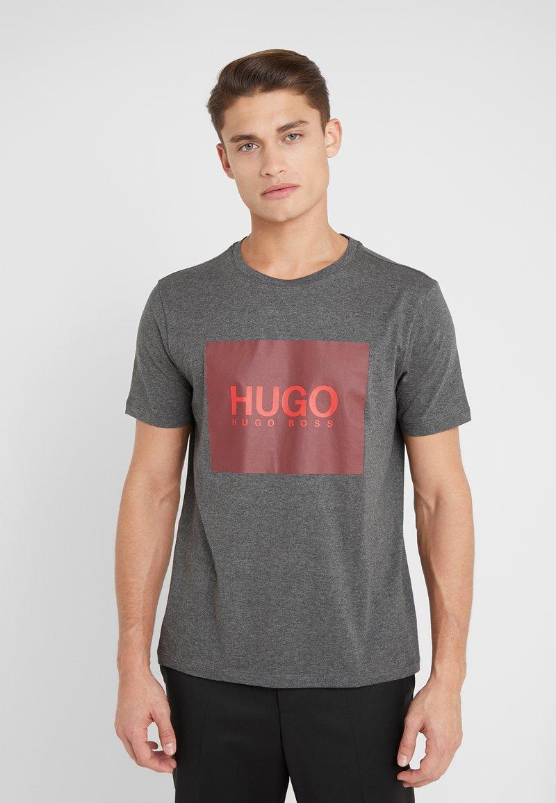 HUGO - DOLIVE - Triko spotiskem - open grey