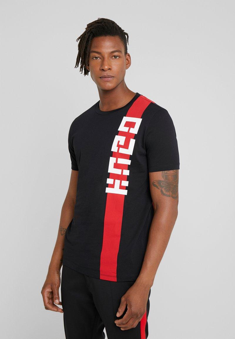 HUGO - DECH  - T-shirt z nadrukiem - black
