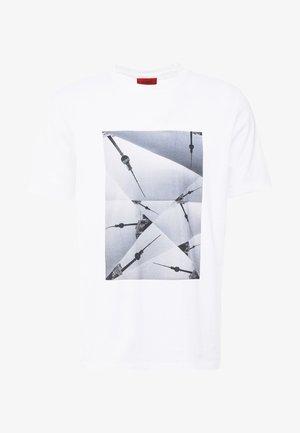 DOSTE - T-shirt imprimé - white