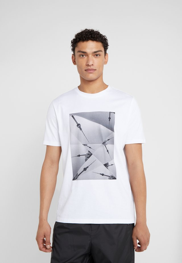 DOSTE - Camiseta estampada - white