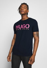 HUGO - DOLIVE - Triko spotiskem - dark blue - 0