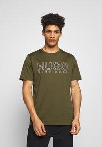 HUGO - DOLIVE - T-Shirt print - khaki - 0