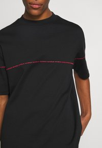 HUGO - DITTLE - Print T-shirt - black - 3