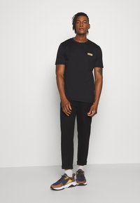 HUGO - DURNED - T-shirt basic - black - 1