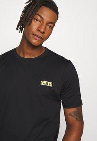 HUGO - DURNED - T-shirt basic - black - 3