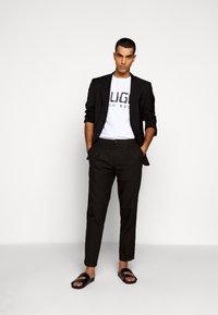 HUGO - DOLIVE - Camiseta estampada - white - 1
