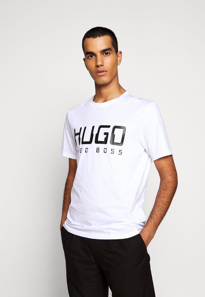 HUGO - DOLIVE - Camiseta estampada - white