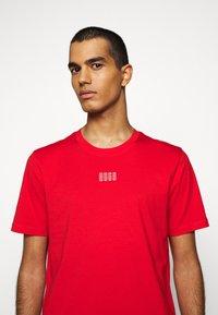 HUGO - DURNED - T-shirt imprimé - open pink - 5