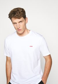 HUGO - DERO - Basic T-shirt - white - 3