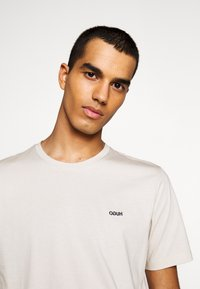 HUGO - DERO - Basic T-shirt - medium beige