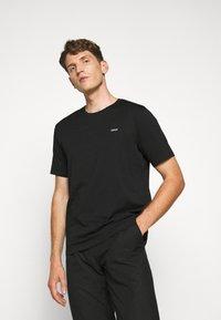 HUGO - DERO - Basic T-shirt - black - 0