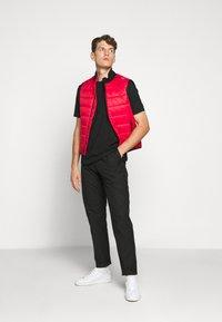 HUGO - DERO - Basic T-shirt - black - 1