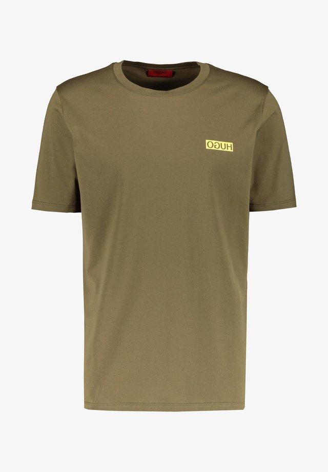 DURNED - Basic T-shirt - safran