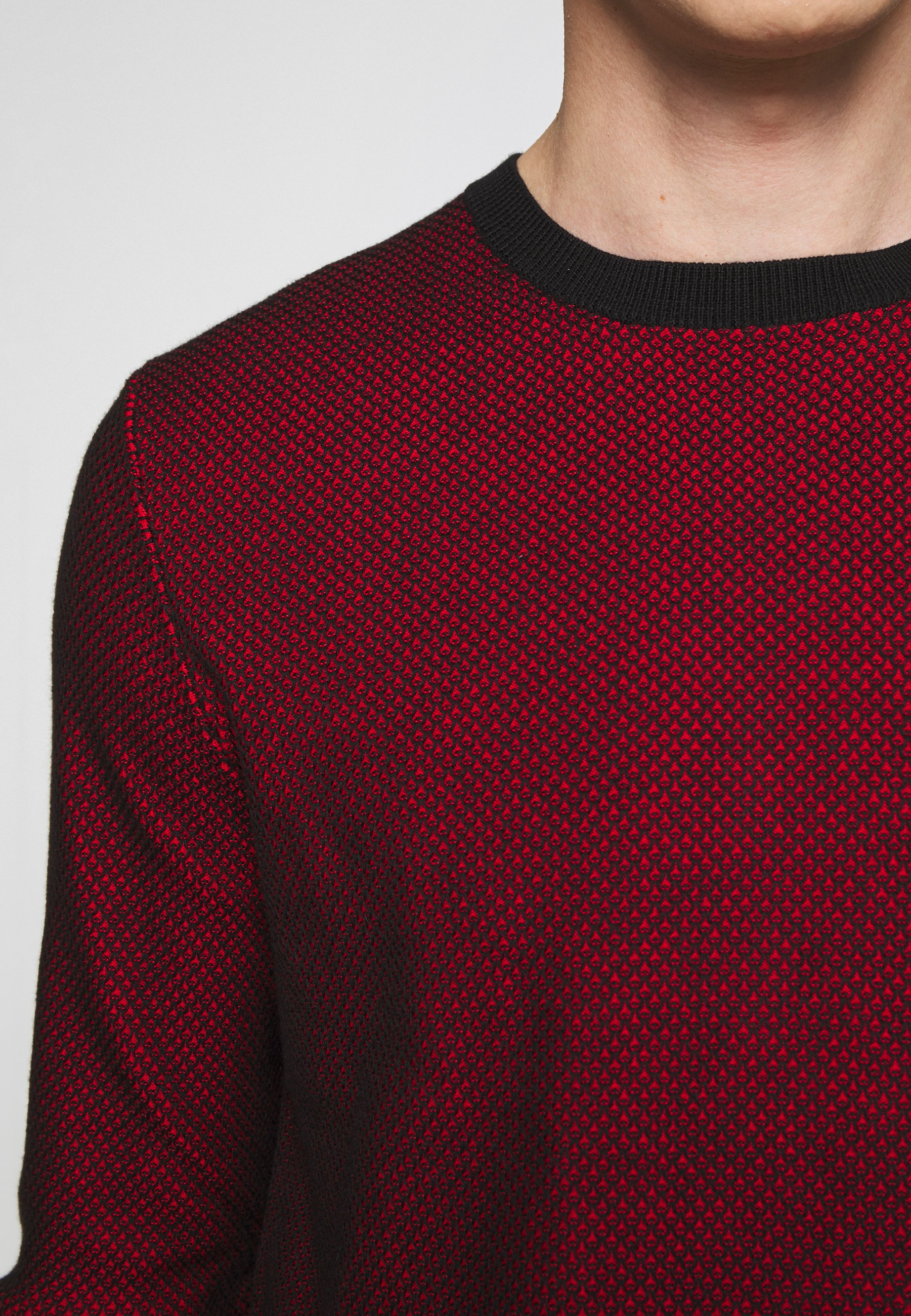 Hugo Saillo - Stickad Tröja Black/red