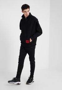 HUGO - DAIPEH - Sweatshirt - black - 1