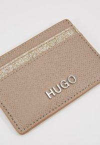 HUGO - VICTORIA CARD HOLDER - Pouzdro na vizitky - gold-coloured - 2