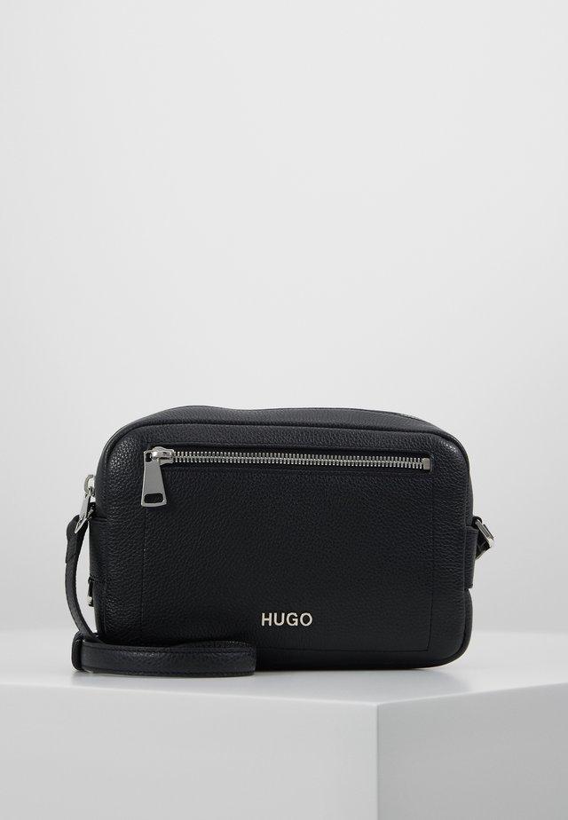 MAIDEN CROSSBODY - Across body bag - black