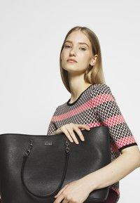 HUGO - VICTORIA CHAIN - Shopping Bag - black - 1