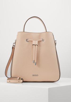 VICTORIA - Käsilaukku - pink