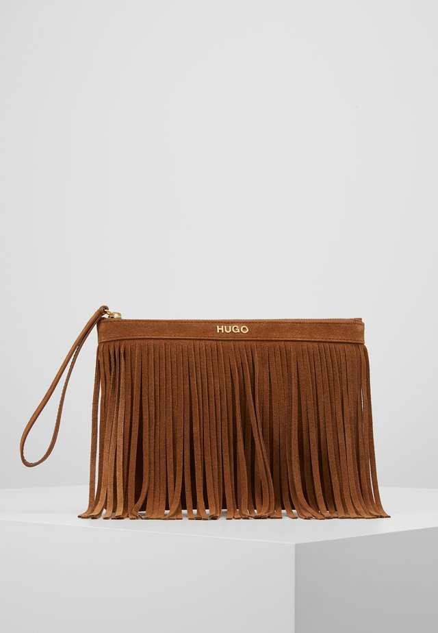 CHELSEA POUCH FRINGE - Clutch - med brown
