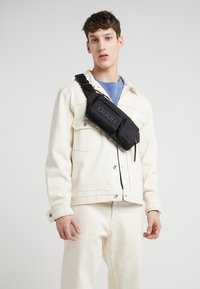 HUGO - RECORD WAIST BAG - Sac banane - black - 1