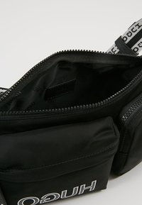 HUGO - RECORD WAISTBAG - Ledvinka - black - 4