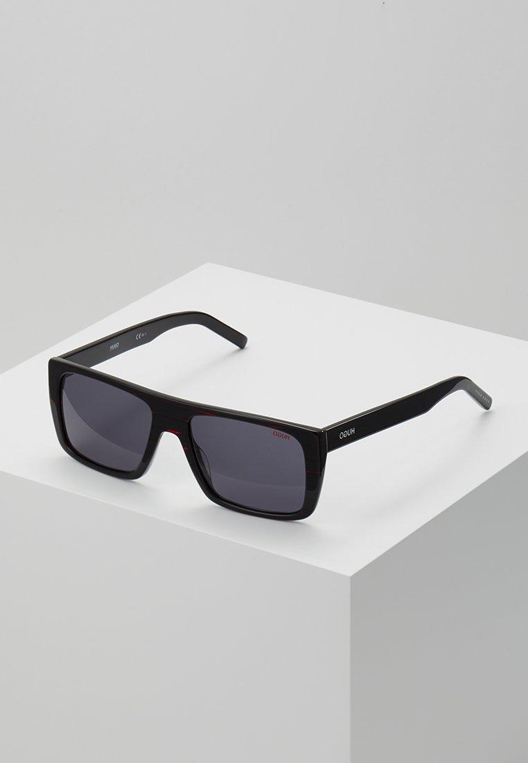 HUGO - Sluneční brýle - red/black