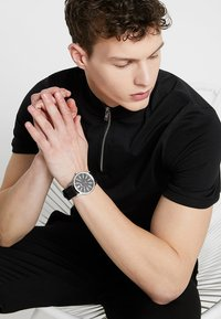 HUGO - RISE - Montre - black - 2
