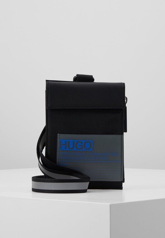 VOYAGER NECK POUCH - Accesorio de viaje - black