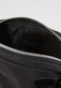 HUGO - RECORD ZIP - Borsa a tracolla - black - 6