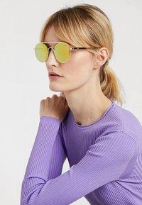 HUGO - Sonnenbrille - gold-coloured - 2