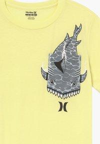 Hurley - GREAT  - Print T-shirt - luminous green - 3