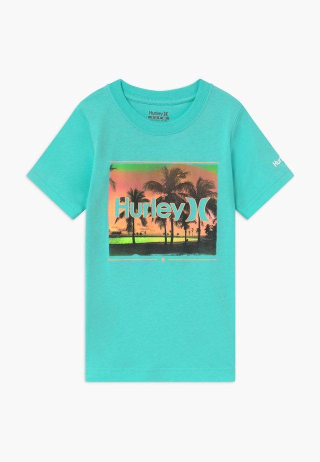 OPEN MIND  - T-shirt z nadrukiem - tropical twist
