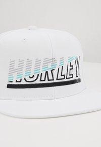 Hurley - CHOPPED CAP - Pet - white - 2