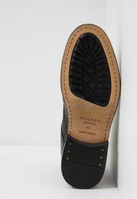 Hudson London - YEW - Botines con cordones - black - 4