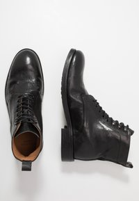 Hudson London - YEW - Botines con cordones - black - 1
