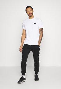Hummel Hive - UNISEX HMLFERIE  - Camiseta estampada - white - 1