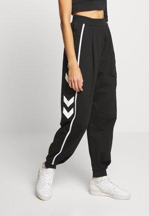 HMLCRISSY OVERSIZED PANTS - Pantalones deportivos - black