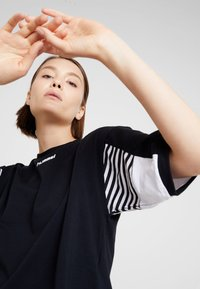 Hummel Hive - CANA - T-shirt med print - black - 3