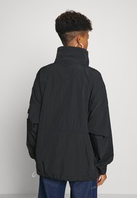 Hummel Hive - CALISTA OVERSIZED ANORAK - Windjack - black - 2
