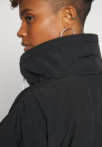 Hummel Hive - CALISTA OVERSIZED ANORAK - Windjack - black - 4